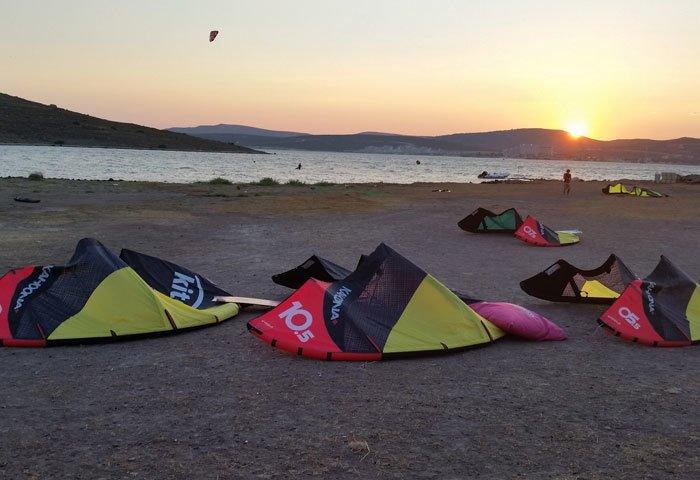 kiteboard ve sunset